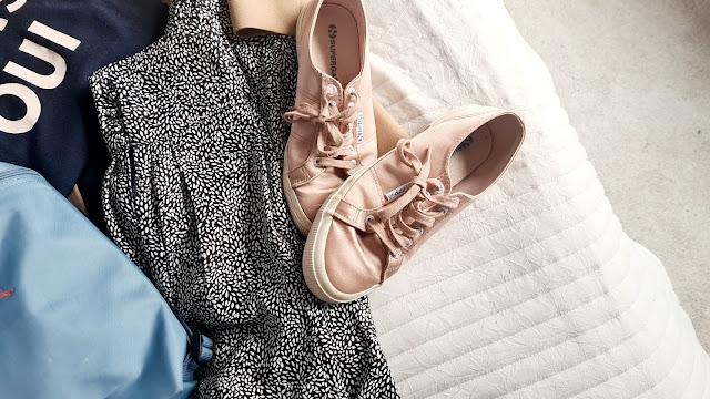 Brunch outfit, brunch outfit 2021, brunch outfit ideas spring, pink satin Superga