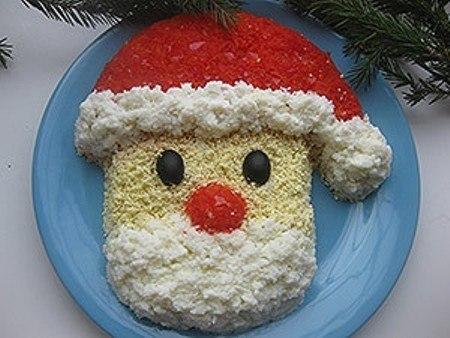 """блюда """"Человечки"""", блюда """"Дед Мороз"""", блюда """"Санта-Клаус"""", салат фигурный, блюда новогодние, рецепты, рецепты новогодние, рецепты праздничные, салат новогодний, стол новогодний, салаты салат слоёный, салат с яйцами, салат ветчиной салат с грибами, шампиньоны, салат с шампиньонами, салат с курицей, куриная грудка, салат с мясом, http://eda.parafraz.space/"""
