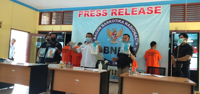 BNNP Jambi Tangkap 3 Kurir Berasal dari Malaysia Tersangka Membawa Narkotika Jenis Sabu