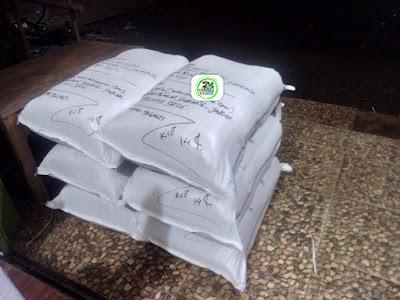 1-Benih padi yang dibeli   EUIS SUTARSIH Sukoharjo, Jateng  (Setelah packing karung ).