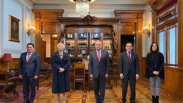 Rabindranath Salazar aparece con el presidente Andrés Manuel López Obrador, los secretarios Olga Sánchez Cordero y Arturo Herrera y la subsecretaria Diana Álvarez Maury- (Foto oficial)