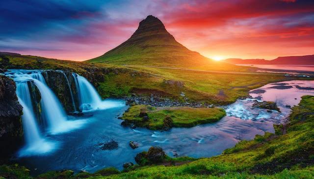 Là một trong những quốc gia có cảnh quan thiên nhiên đa dạng bậc nhất thế giới, Iceland đặc biệt sở hữu khoảng 10.000 thác nước hùng vĩ, mỗi năm đều có thác mới hình thành.