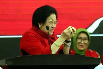 Terlontar kalimat bernada jengkel dari Ketua Partai Demokrasi Indonesia Perjuangan (PDIP) Megawati Soekarnoputri melihat bencana banjir yang melanda Kalimantan Selatan, menurutnya kelakuan masyarakat yang sering buang sampah sembarangan itulah yang menjadi penyebab banjir dimana-mana.