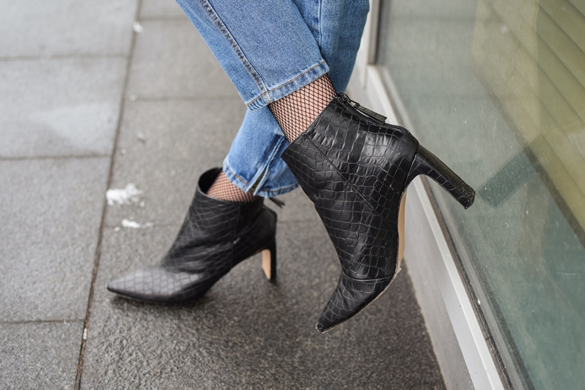 Jak reklamować buty? Co podlega reklamacji?