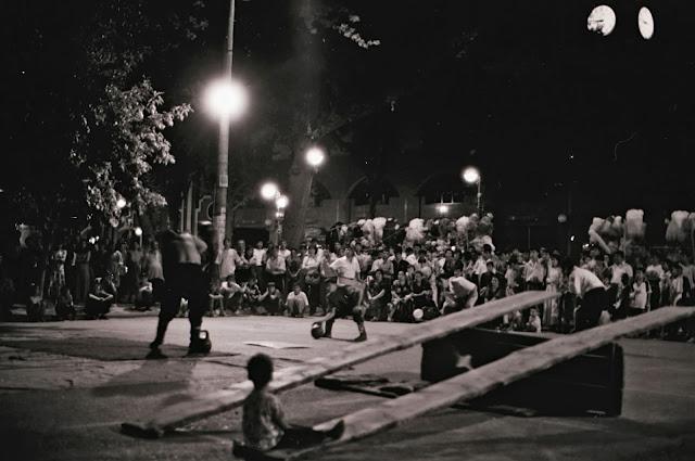 Ouzbékistan, Tachkent, Brodway, rue Sayilgoh, cirque tzigane, © L. Gigout, 1999