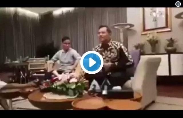 Viral Video Gaya Acak Pinggang Gibran Jokowi Saat Menerima AHY di Istana Negara