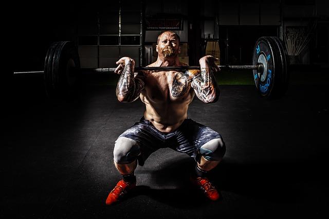 كيف يمكن لشخص ما أن يبني العضلات بواقعية وبطبيعة طبيعية؟