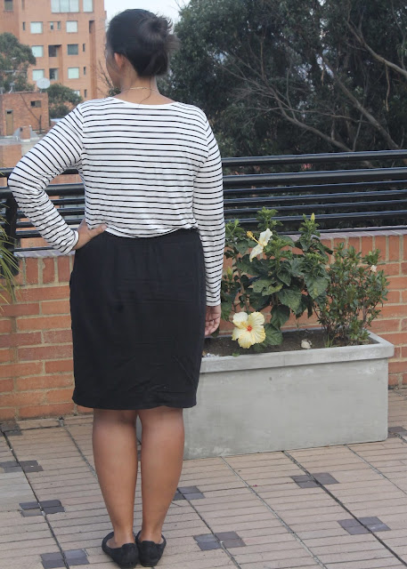 Back view of a black linen skirt sewn from the Simplicity 1887 sewing pattern.