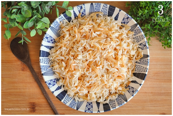 como fazer arroz com aletria