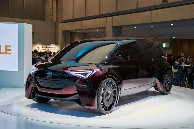 Ride in Fine Comfort: Toyota Fuel-Cell Concept Has 600-Plus Miles ofRange