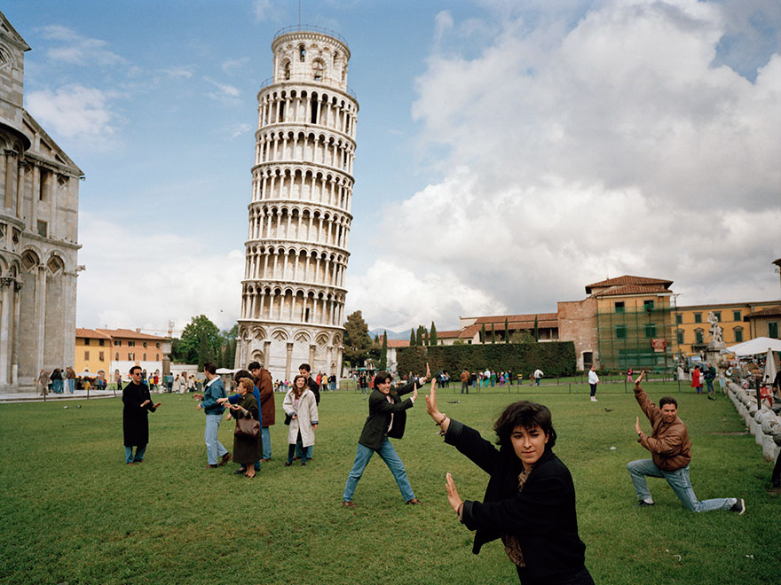 Travel Expectations Vs Reality (20+ Pics) - Taking Photos With Leaning Tower Of Pisa In Italy