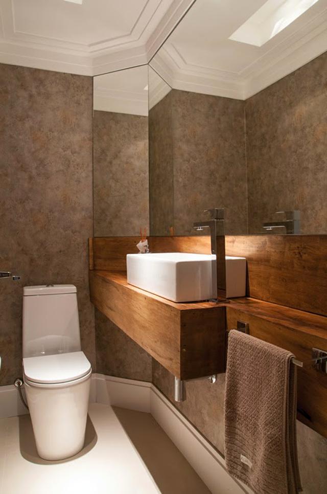 decoracao bancada lavabo : decoracao bancada lavabo:Lavabo com bancada de madeira de demolição + louças brancas e papel