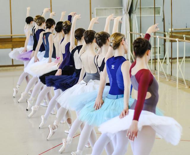 O sekretach tancerzy... 'Jezioro łabędzie'