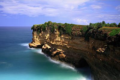 Pantai Karang Bolong