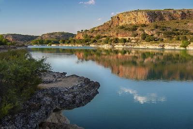 Foto de uma laguna. Você a diferença entre lago, lagoa e laguna?