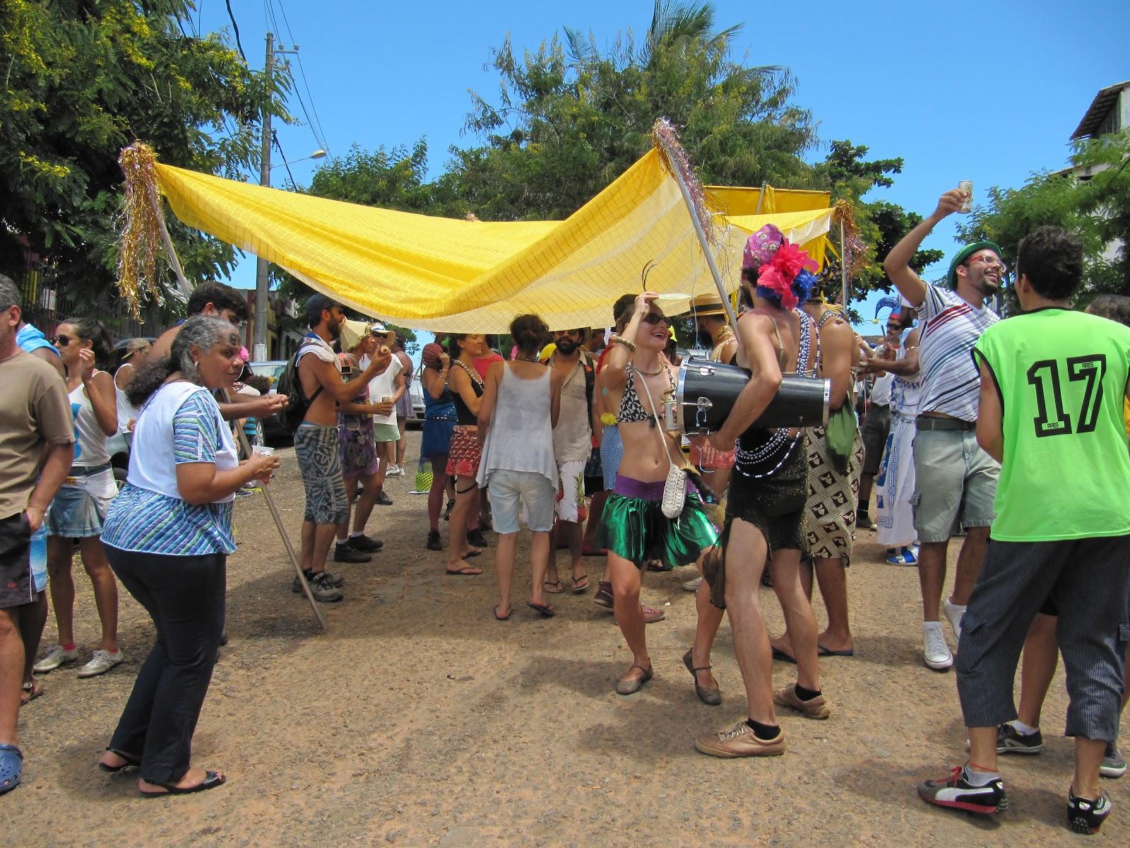 Irreverência e alegria da Mudança do Garcia Blog do Rio Vermelho  #0C6CBF 1600x1200 Atenção Banheiro Interditado