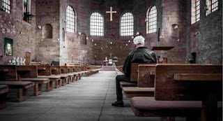 La escasez de vocación sacerdotal entre los jóvenes y el abandono gradual de creyentes amenazan el futuro de la Iglesia en el país ibérico.