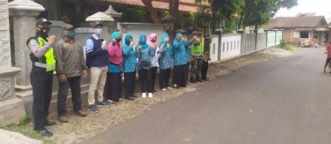 Perangkat Desa Gandeng Mahasiswa KKN UIN Walisongo dalam Kegiatan Operasi dan Bagikan Masker