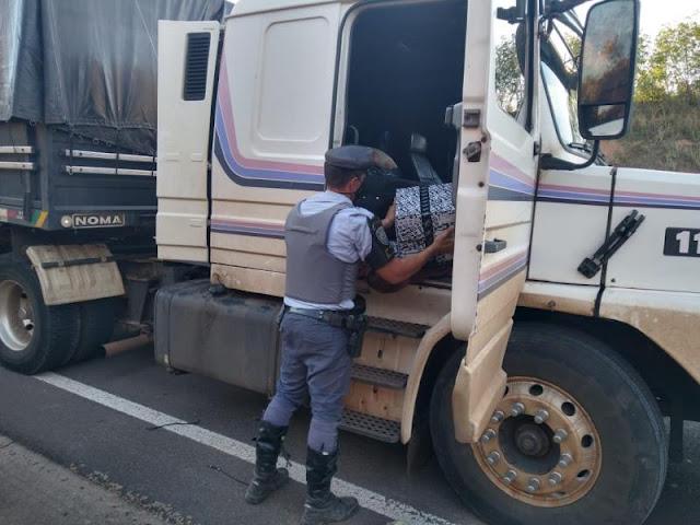 Polícia Rodoviária apreende 1,3 mil essências e baterias para celular