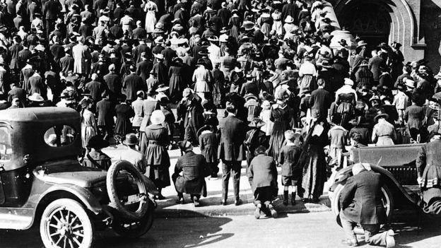 Social distancing atau penjarakan sosial terbukti sangat penting pada masa pandemi flu tahun 1918