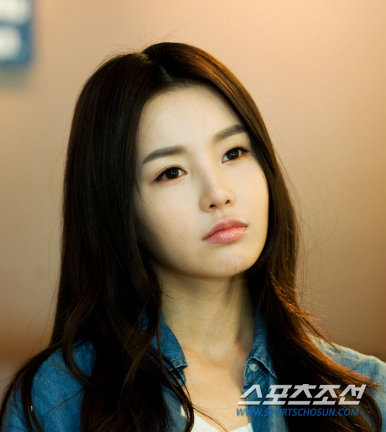 nb actress nam gyuri attends drama conference looking more doll like