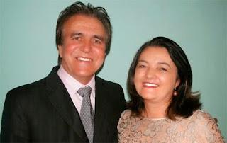 Governador inaugura estilo casadinho e nomeia marido e mulher para sua administração
