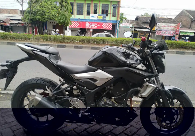Gambar Yamaha Mt 25 Warna Hitam Tahun 2016 di Jual dengan harga 35 Juta