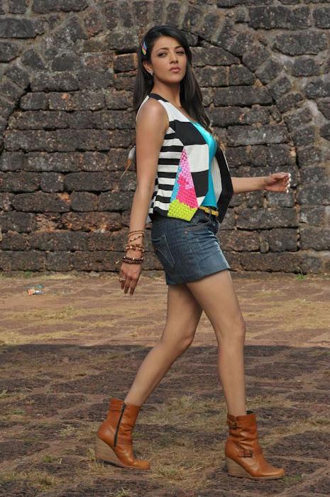 HOT INDIAN ACTRESSES: Kajal Agarwal Hot Boob Lips Thigh