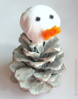 снеговик из шишки snowman from pinecone