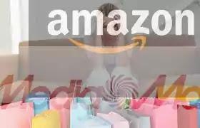mujjer desesperada con paquetes amazon y mediamarkt