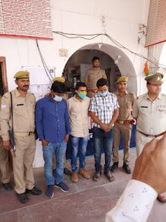 इटावा पुलिस द्वारा निजी अस्पताल संचालक से एक लाख रुपये की रंगदारी वसूलने वाले तथाकथित 3 पत्रकार गिरफ्तारइटावा पुलिस द्वारा निजी अस्पताल संचालक से एक लाख रुपये की रंगदारी वसूलने वाले तथाकथित 3 पत्रकार गिरफ्तार