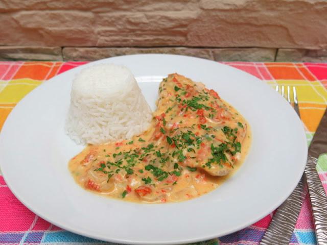 Pollo con salsa de tomates secos