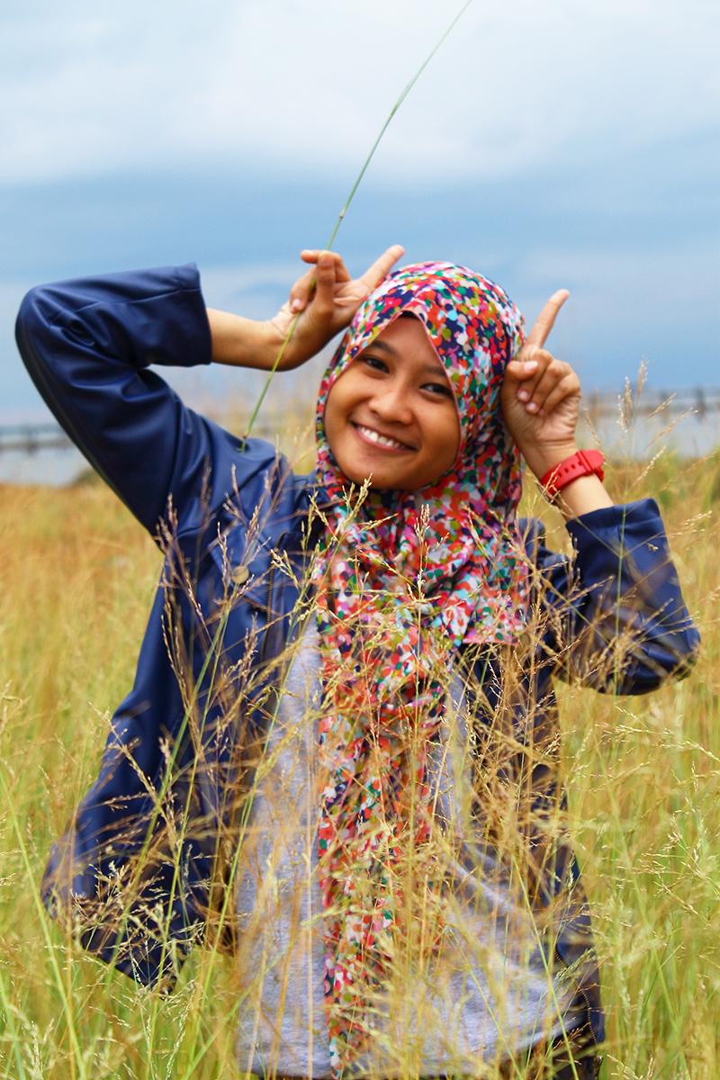 Jasa hunting Foto model gratis Makassar mahasiswi manis dna seksi di Ilalang
