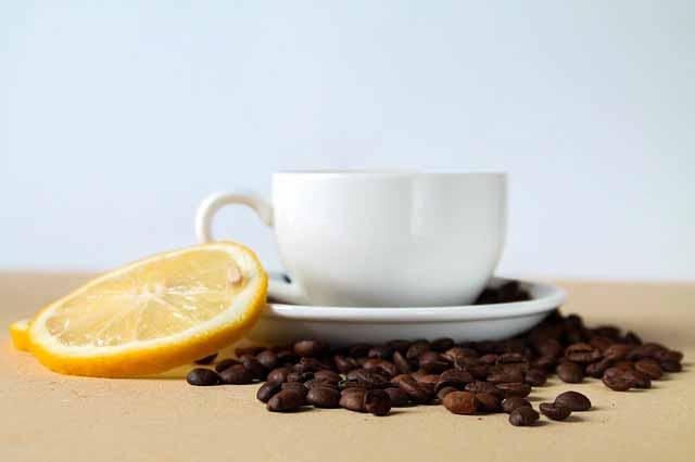 قهوة بالليمون: هل هي مزيج جيد؟