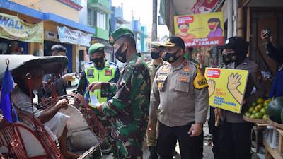 Sinergitas Kodim 0706/Temanggung Bersama Polres Temanggung Dan Jajarannya Serentak Bagikan Masker Penerapan Protokol Kesehatan Pencegahan Covid-19