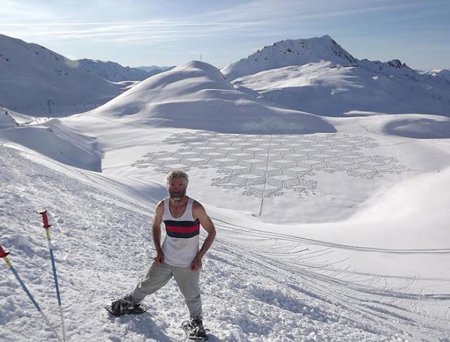 Madonnari gigante en la nieve