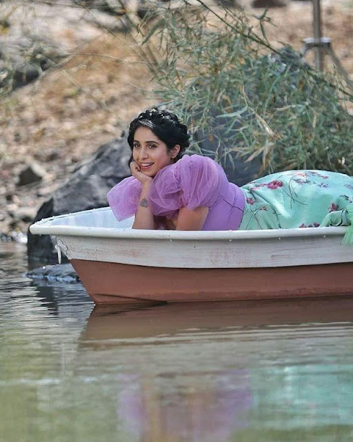 Neha Bhasin  IMAGES, GIF, ANIMATED GIF, WALLPAPER, STICKER FOR WHATSAPP & FACEBOOK