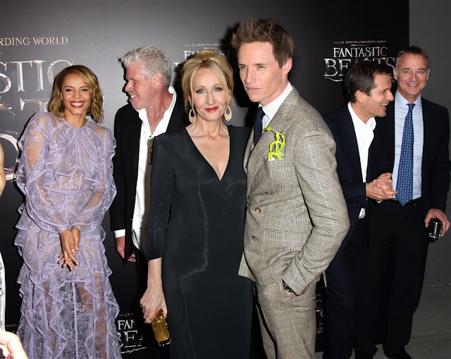 Джоан Роулинг и Еди Редмейн на премиерата на Фантастични животни: Престъпленията на Гринделвалд