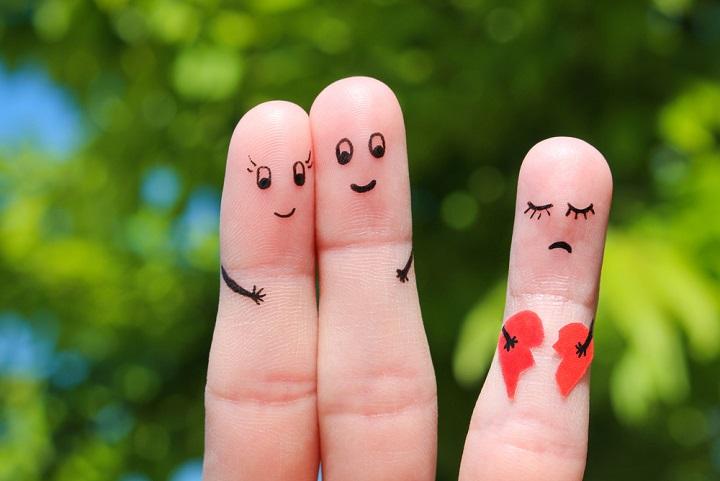 Cinta Segitiga yang Rumit: Istri Selingkuh, Pria Ini Ceraikan Istri Lalu Menikah dengan Ibu Mertuanya, naviri.org, Naviri Magazine, naviri majalah, naviri