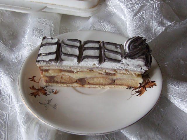 Voćna torta sa keksom i bananama