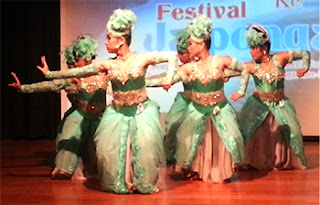 https://www.aseppetir1.com/2015/10/jaipongan-traditional-dance-of-west-java.html