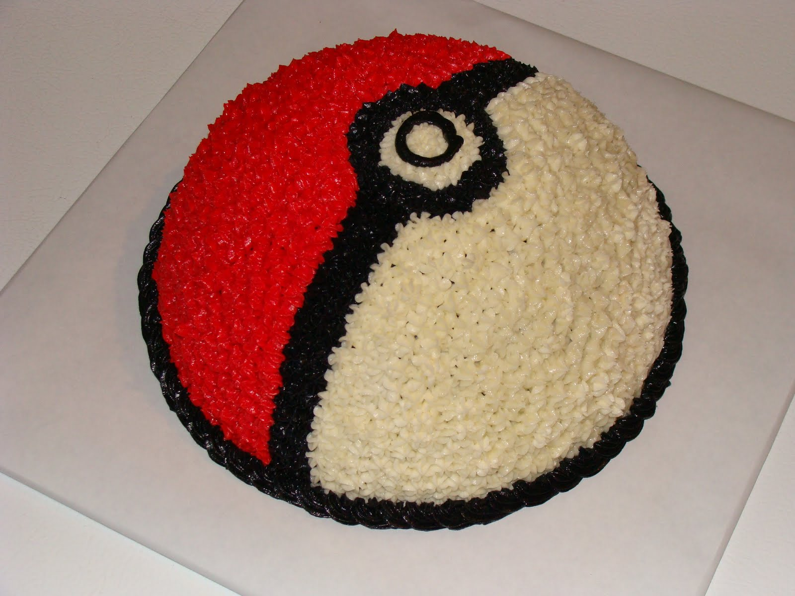 Gmail Spam Settings >> Door County Custom Cakes and Cookies: Pokémon Ball Cake