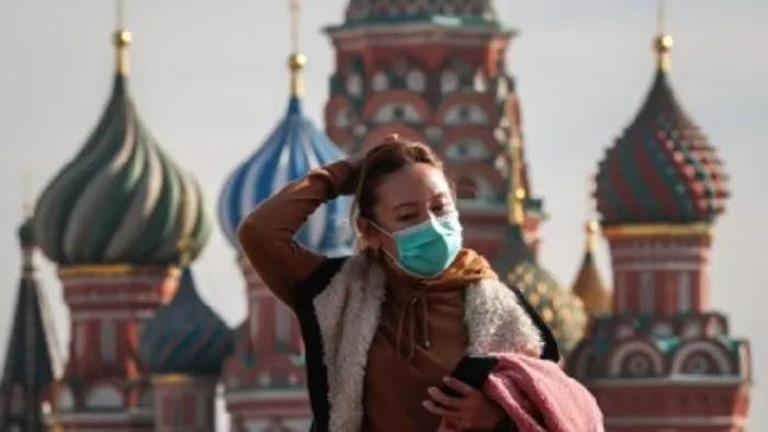Ρωσία: «Οι ανεμβολίαστοι θα έχουν περιορισμένες επιλογές στην εργασία»