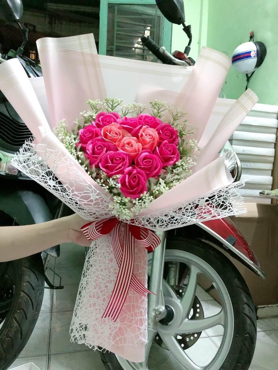 Bó hoa hồng 13 bông tim