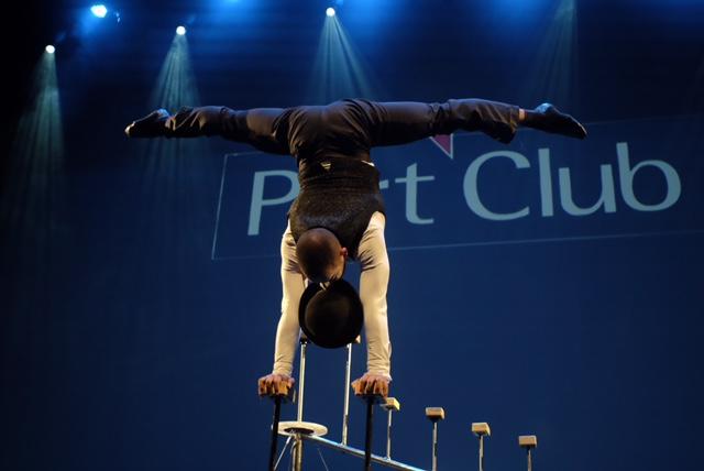 Show de circo parada de mãos entretenimento para evento empresarial