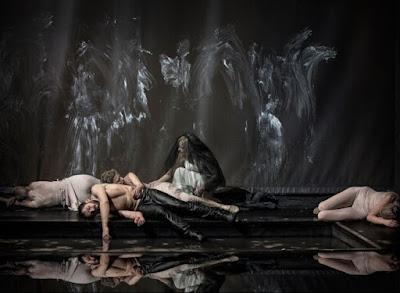 """Przedstawienie """"Antoniusz i Kleopatra"""" scena śmierci Antoniusza"""