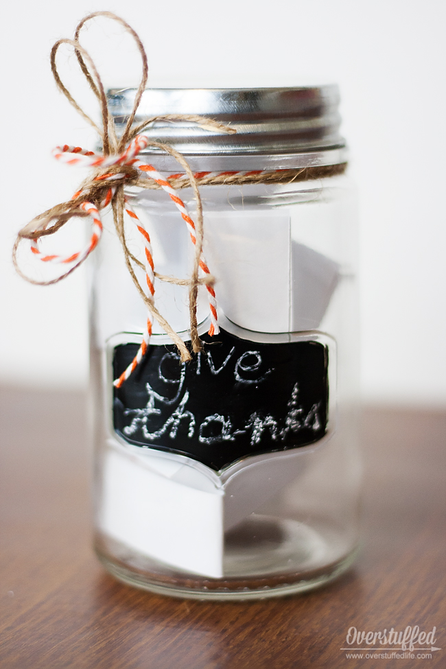 Give thanks this Thanksgiving with an easy Thankful Jar craft! #overstuffedlife