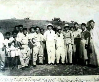 Foto Timur Pane dan Warga Sumber: FB Amane dodonk