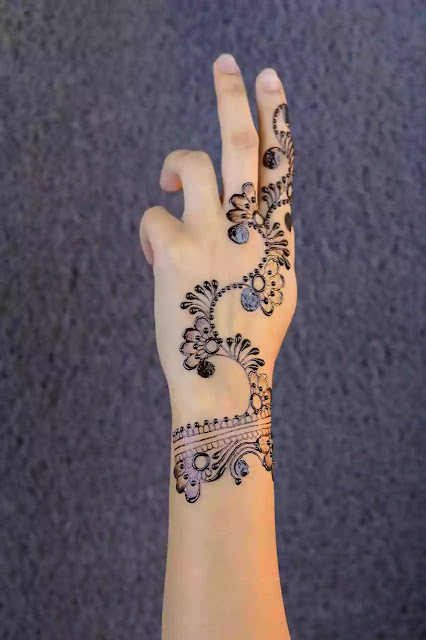Simple Bridal arabic mehandi design