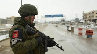 ما دلالات الانتشار الروسي على الطريق الدولي في منطقة معرة النعمان؟